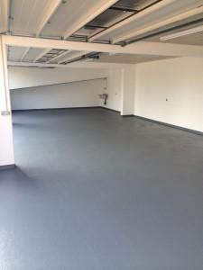 Rénovation garage, peinture décomposant au sol